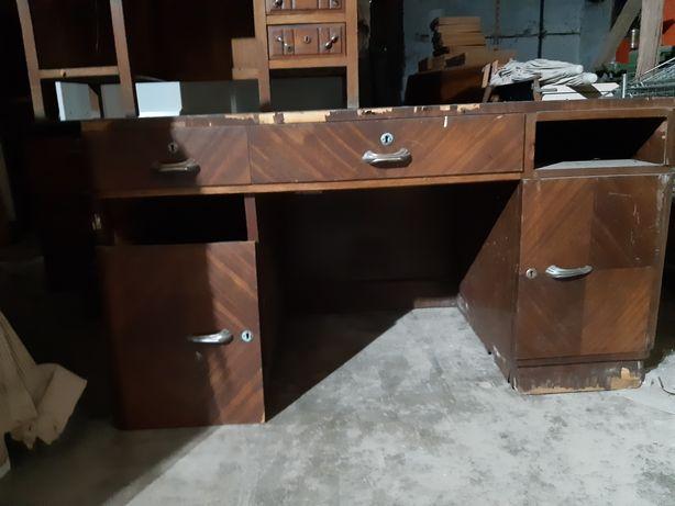 Duas secretarias incompletas para restauro