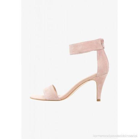 Sandały marki Pier One
