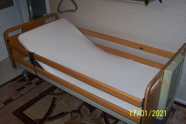 Łóżko z materacem + materac przeciwodleżynowy + podkład