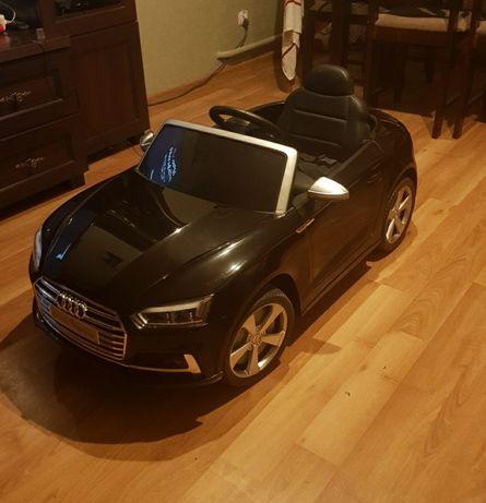 Samochodzik ekektryczny