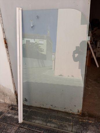 Divisória em vidro para banheira