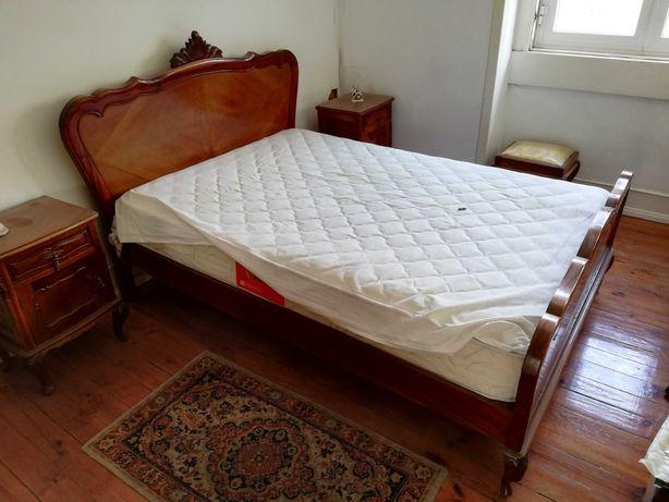 Conjunto de móveis em excelente estado de conservação