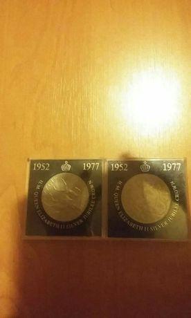 Sprzedam 2 monety Queen Elizabeth ii Silver Jubilee Crown