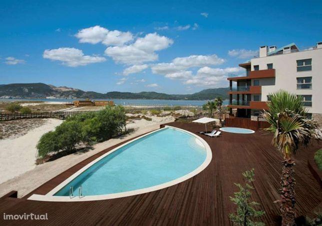 Apartamento T2 inserido no Tróia Resort com jardim e piscina