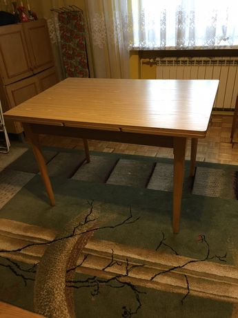 Stol rozkladany.