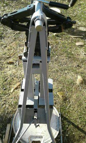 Пристрій для виготовлення брикетів