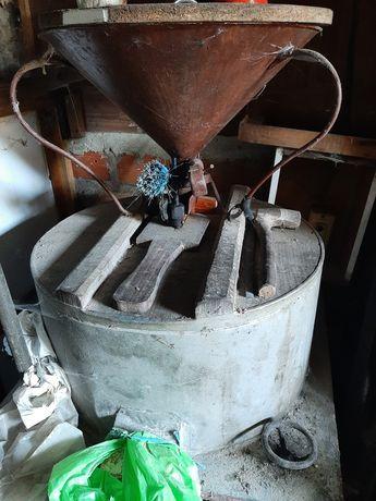 Vendo moinho antigo