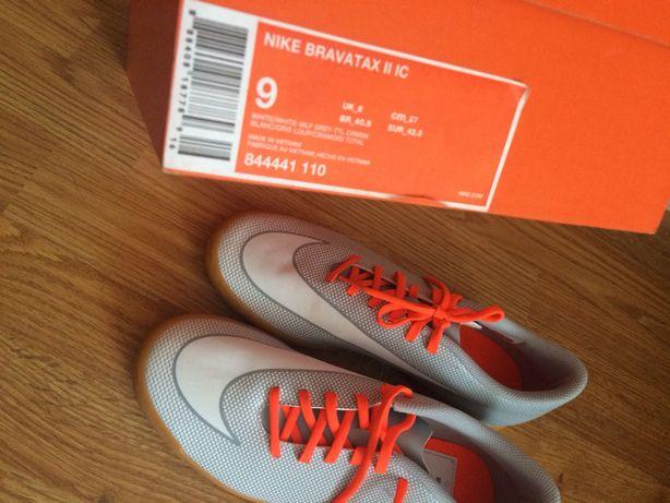 Nowe NIKE 42,5, halówki Nike, byty sportowe 42,5