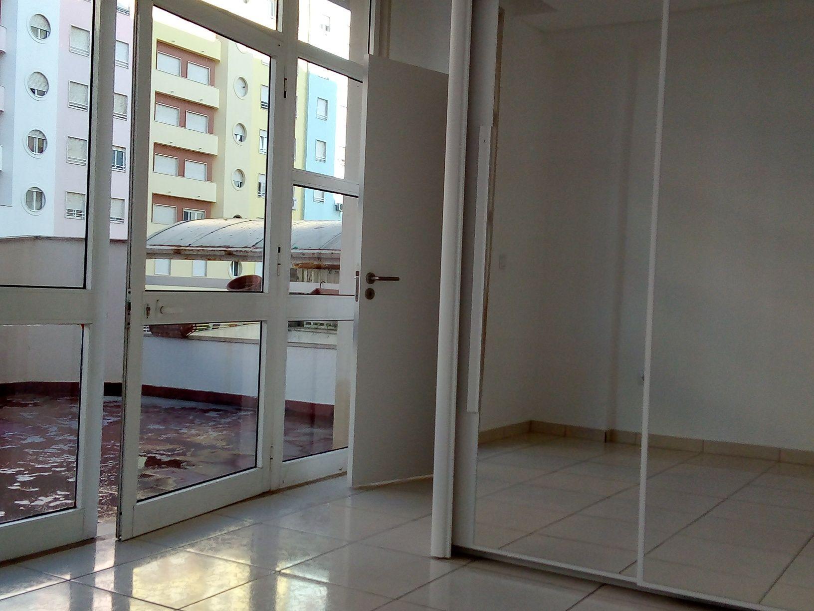 Home Office com Terraço e Arrecadação em Santa Marta do Pinhal