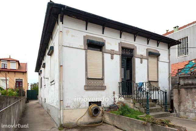Moradia T5, com garagem, junto ao Rio Douro