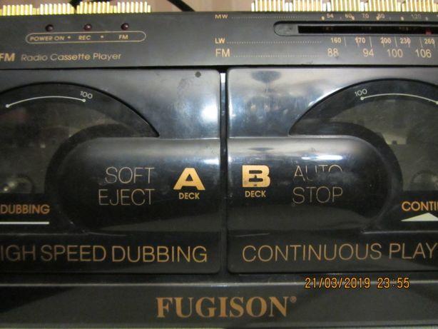 2-х кассетный магнитофон FUGISON ( ЯПОНИЯ) радио и кассетный плеер.