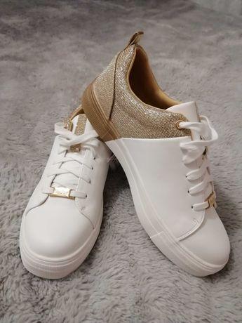 Nowe buty sportowe Deezee 39