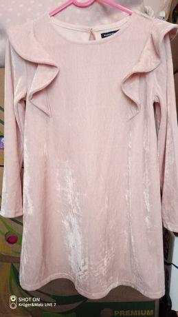 Reserved aksamitna sukienka 122