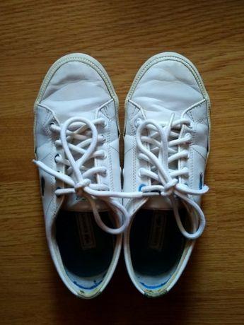 Белые кожаные кеды Lacoste