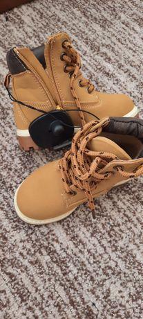 Продам чобітки дитячі