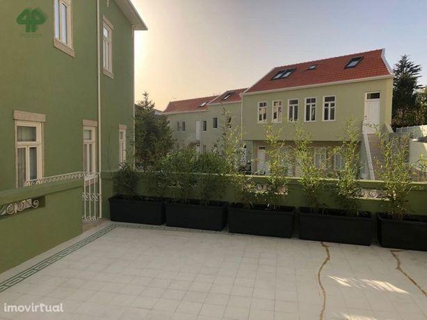 T1 Mobilado com terraço e garagem, à Praça da República