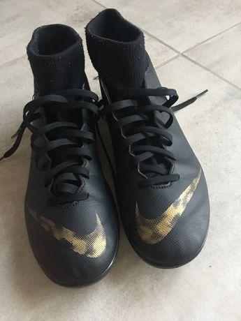 Korki. Buty piłkarskie Nike Meecurial
