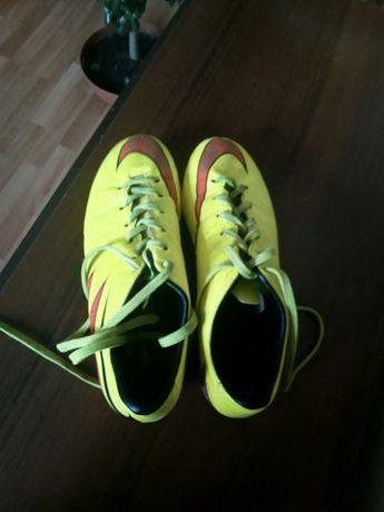 Футбольные бутсы Nike Hypervenom Phelon II