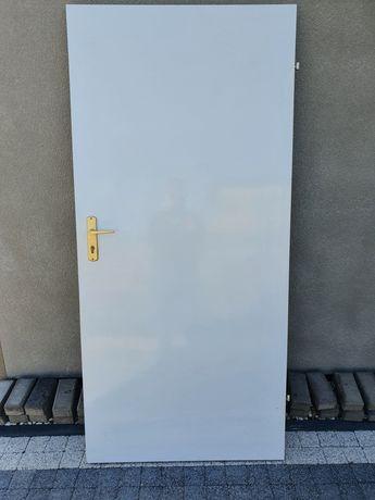 Drzwi białe z klamką 203x94,5