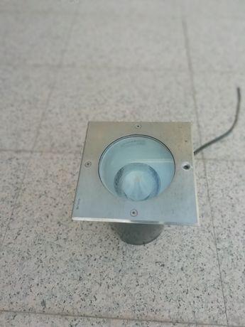 Focu tromilux quadrado mede 18cm por 18 altura mede 25cm com lâmpada