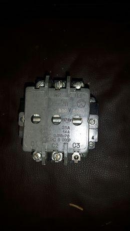 Stycznik trójfazowy PME-211 25A cewka 220V
