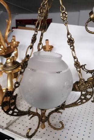 Candeeiro centro com uma saída de lâmpada.