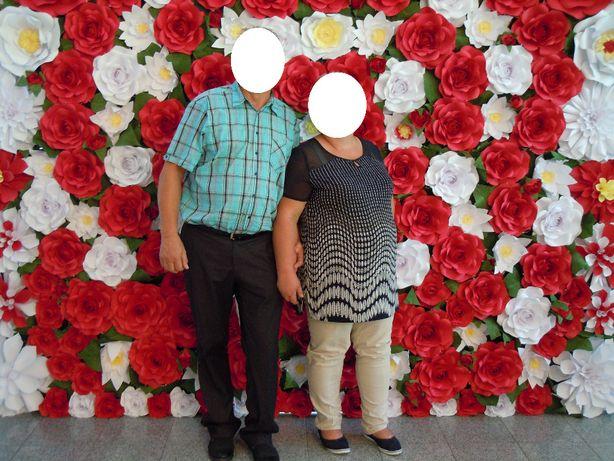 Ściana, ścianka kwiatowa wesele, ślub, tło za młodą parą