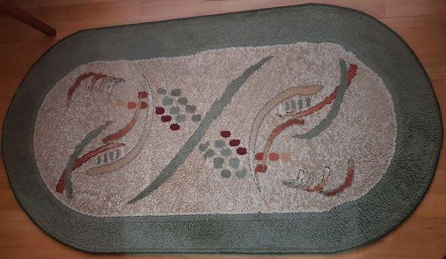 Dywan w kształcie owalu o wymiarach 80x150cm