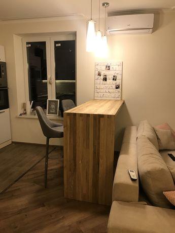 Дерев'яний барний стіл для кухні