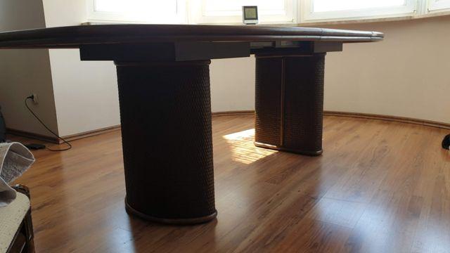 meble rattanowe szafa, stolik, stół i krzesła