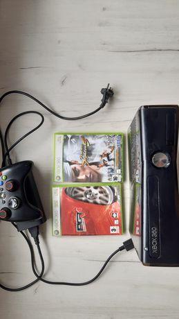 Konsola Xbox 360 z zasilaczem + pad + gry