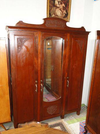Roupeiro antigo três portas - Bom estado geral