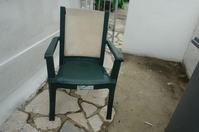 cadeiras de jardim com forro na parte de trás bom estado