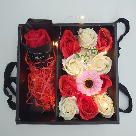 Подарочный набор с розами из мыла и Led подсветкой в коробке 20х20х8см