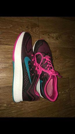 Продам розовые спортивные кроссовки Nike 39р 25см