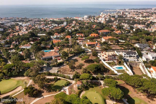 Terreno em zona nobre do Estoril com projeto para duas moradias