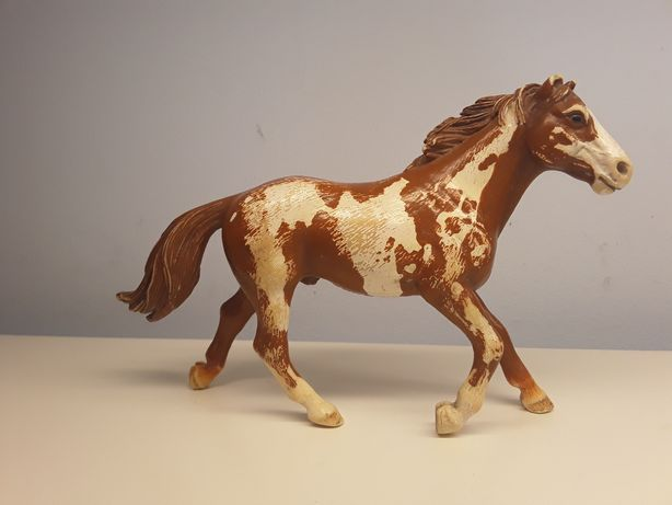 Figurka konia   ogier pinto