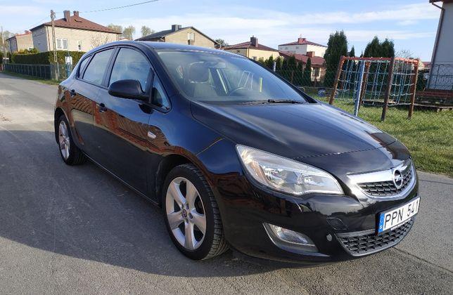 Opel Astra J == 1,6 Benzyna == Gwarancja==
