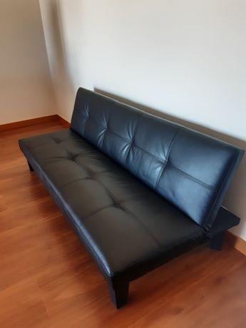 Vendo sofá de pele 3 lugares como novo