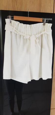 Białe szorty reserved rozmiar L