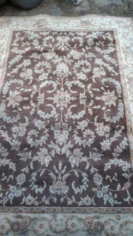 Wełniany dywan,uzywany.