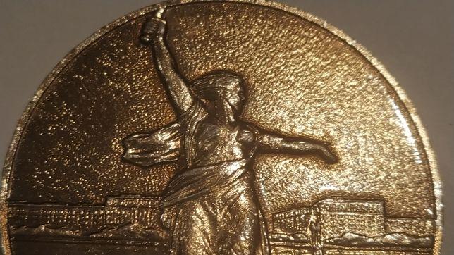 Настольная монета Волгоград. Мамаев курган. Манумент Мать-Родина