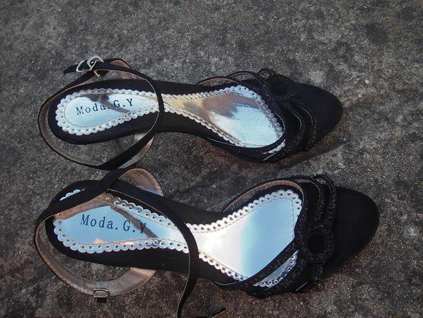 Sandálias,sapatos pretos de salto quase novas(o)!
