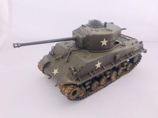 Mode sklejony czołgu sherman U.S M4A3 hobby boss 1:48