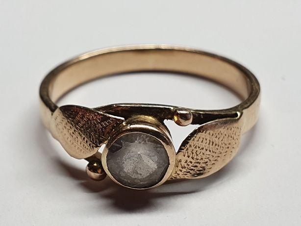 Cudowny złoty pierścionek p585 r15 2.25g