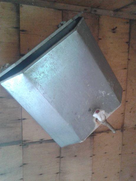 Рукомойник металлический с краником