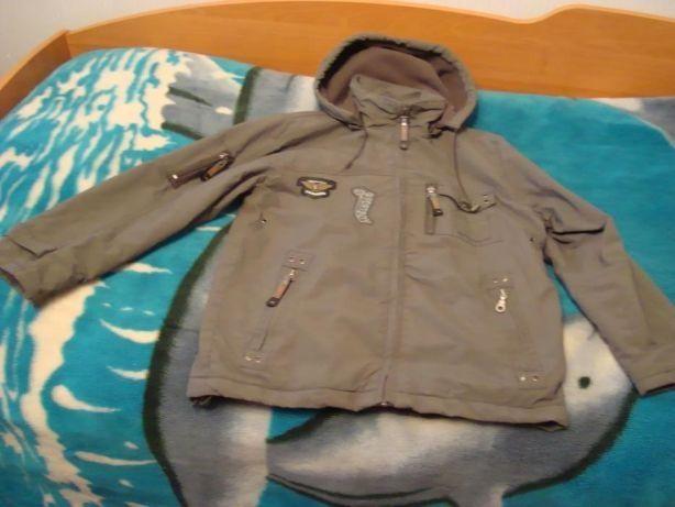Підліткова куртка з капюшоном.