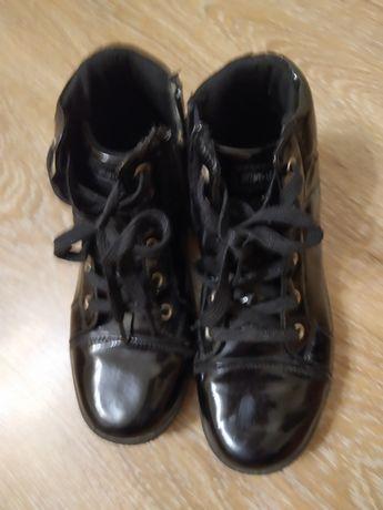 Ботинки лакові чорні
