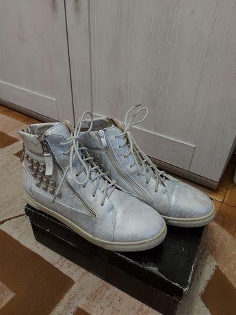 Продам весняні черевики