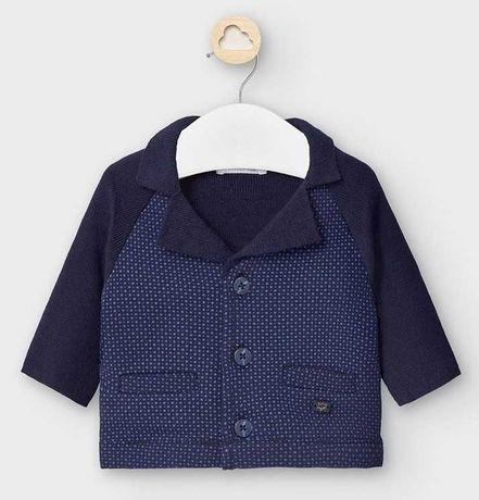 Komplet Mayoral do chrztu, zestaw marynarka sweter kaszkiet, garnitur